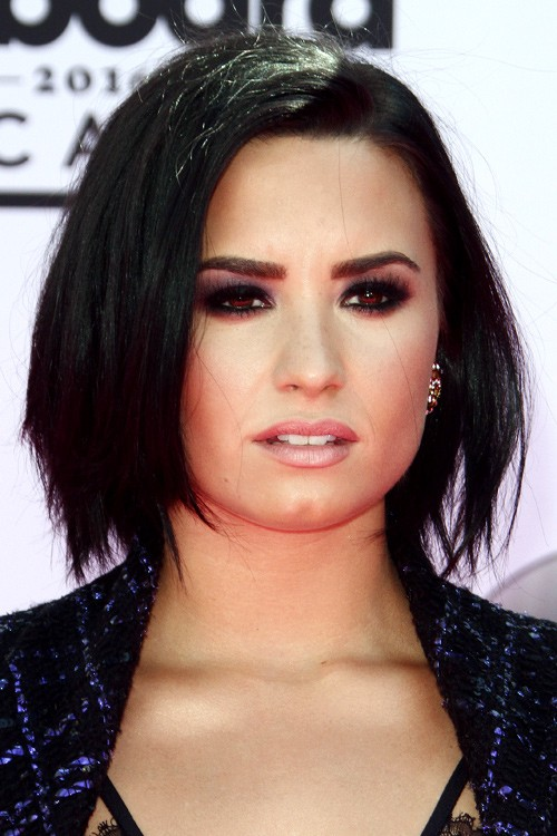 Demi Lovato s Hairstyles & Hair Colors