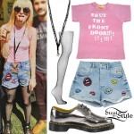 Hayley Williams: Pink Tee, Lips Patch Shorts