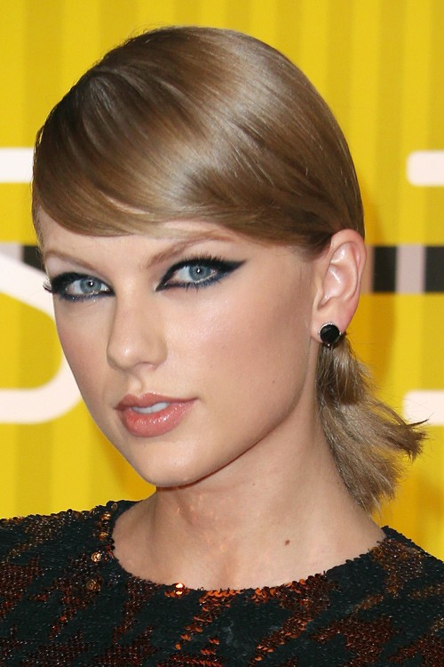 taylor swift straight light brown low ponytail ponytail