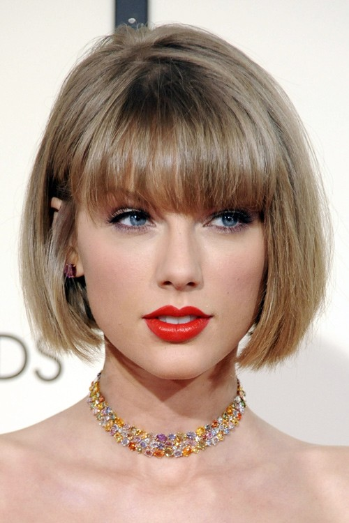 Taylor Swift S Hairstyles Amp Hair Colors Steal Her Style