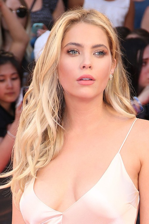 Ashley Benson S Hairstyles Amp Hair Colors Steal Her Style