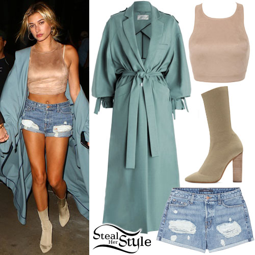 f75969811cc4 Hailey Baldwin attended Adele s concert in Los Angeles at the Staples  Center. August 6th