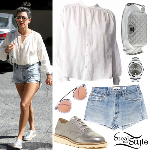 Kourtney Kardashian out and about in Woodland Hills. August 2nd, 2016 - photo: FameFlynet
