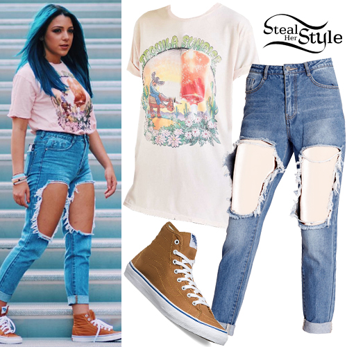 niki demartino graphic tee ripped jeans steal her style