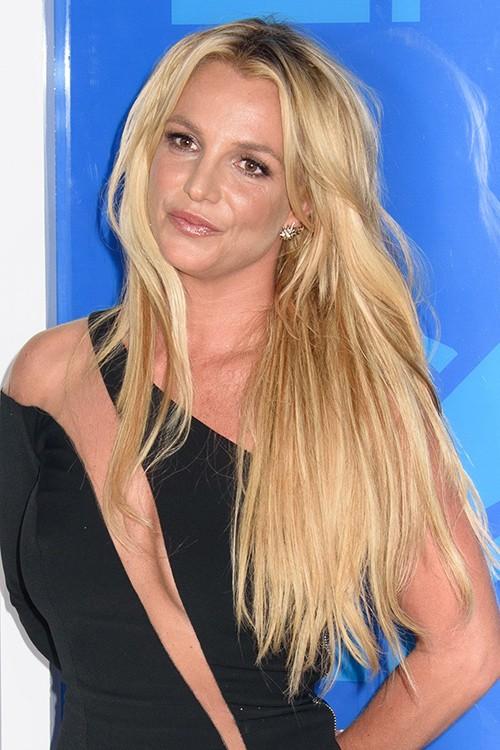 Britney Spears Straight Honey Blonde Dark Roots Messy