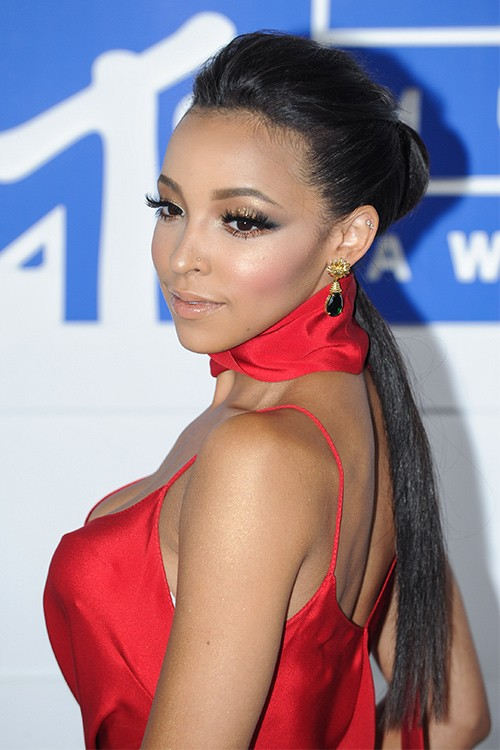 Tinashe Straight Low Ponytail Pompadour Ponytail Hairstyle Steal