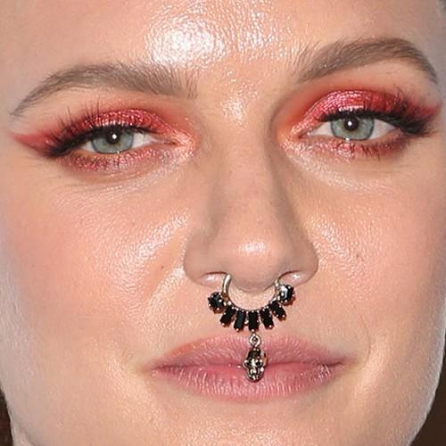 tove lo septum piercing style