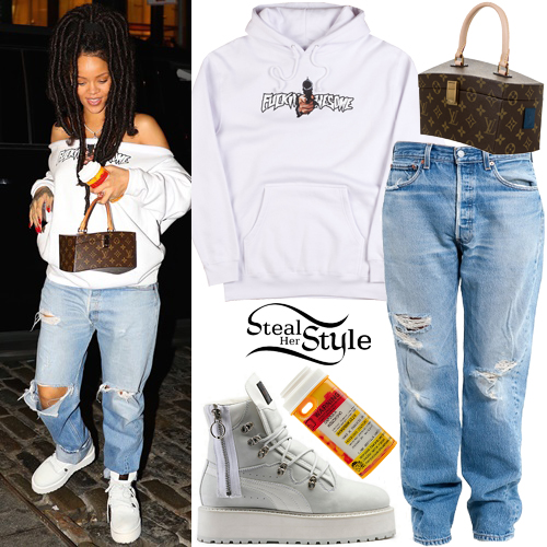 f633e8dab1a Rihanna out and about in Manhattan. October 5th