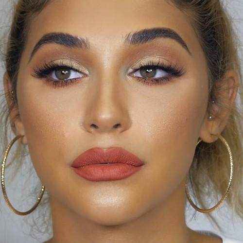 Chantel Jeffries Makeup Brown Eyeshadow Gold Eyeshadow