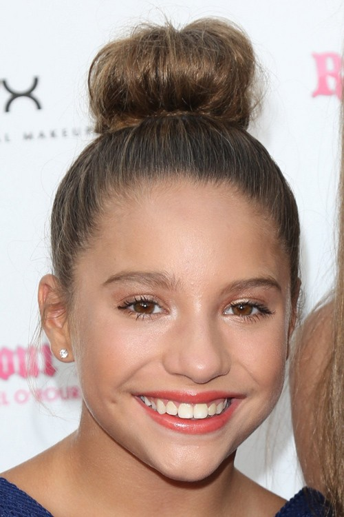 Mackenzie Ziegler S Hairstyles Hair Colors Steal Her Style