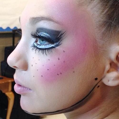 maddie ziegler makeup black eyeshadow blue eyeshadow