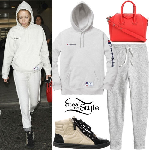 Sarah Snyder arriving at LAX Airport. November 15th, 2016 - photo: PacificCoastNews