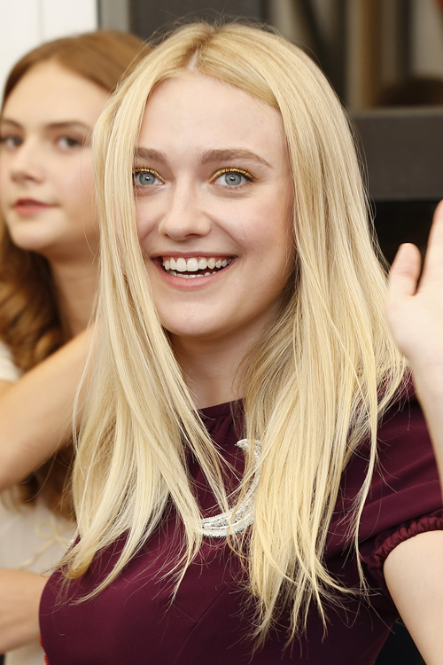Dakota Fanning Straight Golden Blonde Messy Hairstyle ...