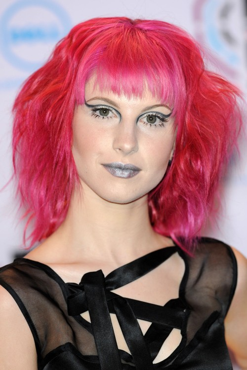Hayley Williams Hairstyles Amp Hair Colors Steal Her Style