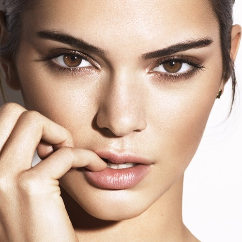 Kendall Jenner 39 S Makeup Photos Products Steal Her Style Page 2