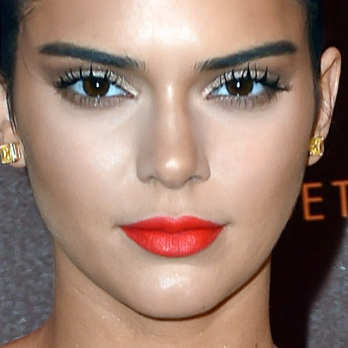 Kendall Jenner 39 S Makeup Photos Products Steal Her Style
