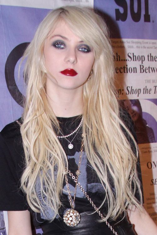 Taylor Momsen Wavy Platinum Blonde Chin Length Layers