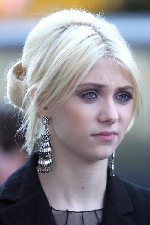 Taylor Momsen Straight Platinum Blonde Overgrown Bangs ... Taylor Momsen