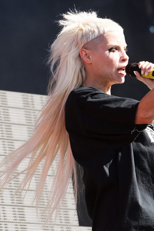 156243, Yolandi Visser of Die Antwoord performs at Reading Festival 2016 held at Little John's Farm in Reading, England. Reading, United Kingdom - Friday August 26, 2016. Photograph: © Photoshot, PacificCoastNews. Los Angeles Office (PCN): +1 310.822.0419 UK Office (Photoshot): +44 (0) 20 7421 6000 sales@pacificcoastnews.com FEE MUST BE AGREED PRIOR TO USAGE
