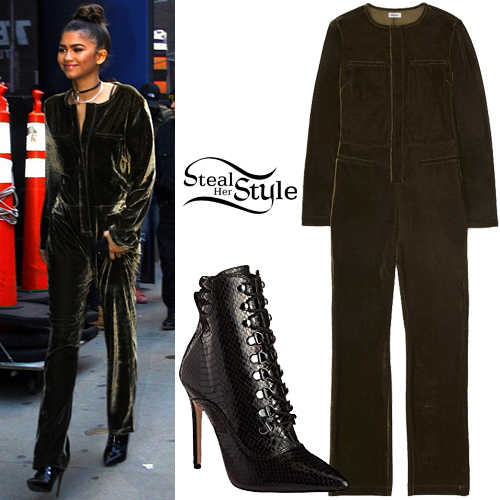 Zendaya leaving Hood Morning America in New York City. December 20th, 2016 - photo: PacificCoastNews