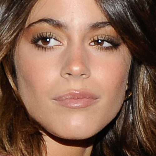 Martina Stoessel Makeup Black Eyeshadow Brown Eyeshadow Amp Nude Lipstick Steal Her Style
