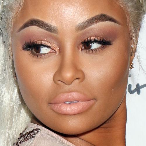 Leigh-Anne Pinnock Makeup: Black Eyeshadow, Brown