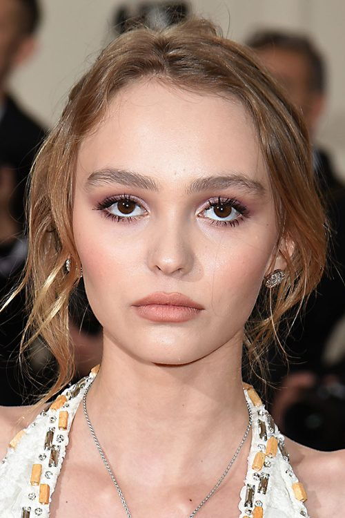 lily rose depp 39 s hairstyles hair colors steal her style. Black Bedroom Furniture Sets. Home Design Ideas
