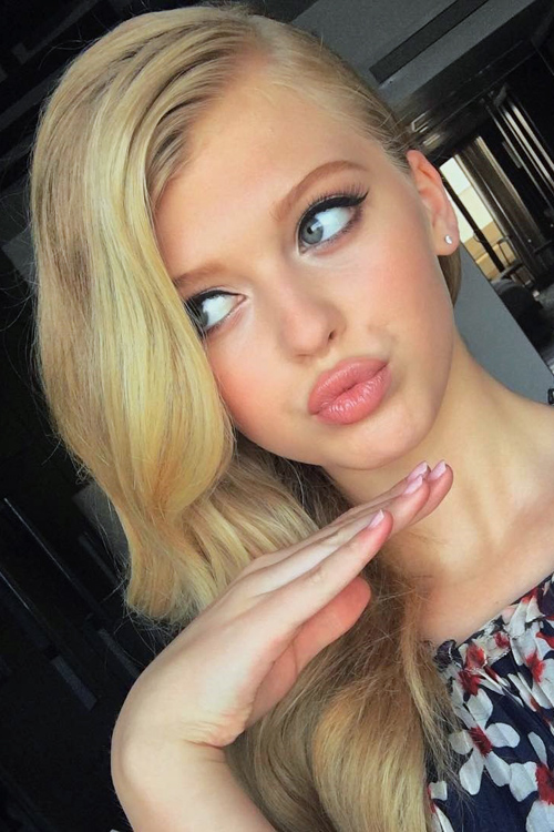 Loren Gray Beech Wavy Light Brown Side Part Two Tone