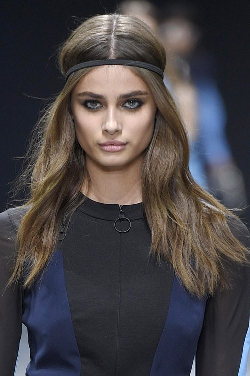 Taylor Hill S Hairstyles Amp Hair Colors Steal Her Style