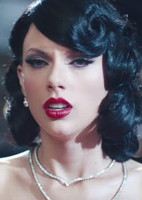 Taylor Swift Wavy Black Inward Curl Retro Sideswept Bangs