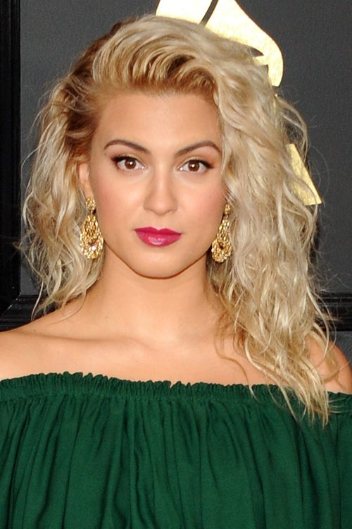 Tori Kelly S Hairstyles Amp Hair Colors Steal Her Style