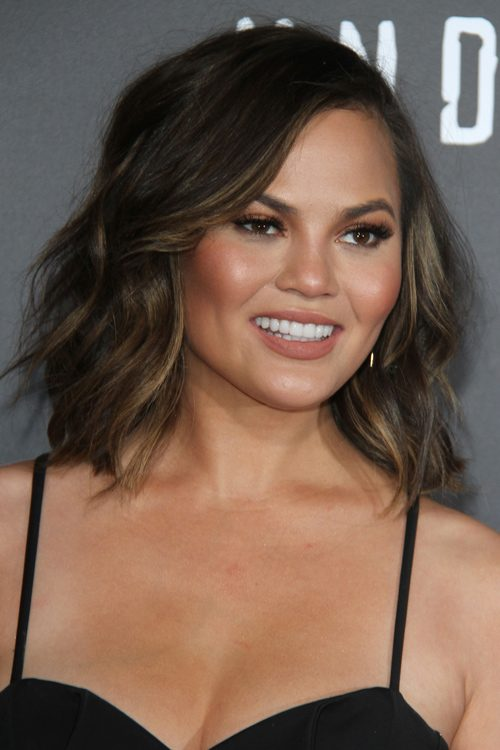 Chrissy Teigen S Hairstyles Hair Colors Steal Her Style