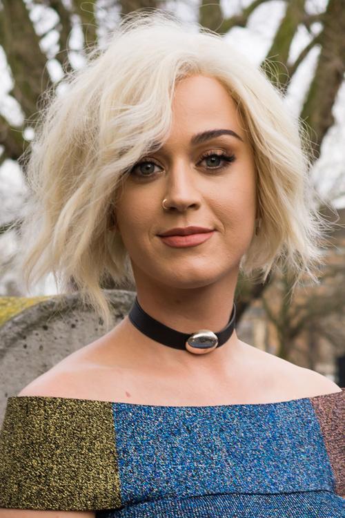 Katy Perry Wavy Platinum Blonde Bob Shaggy Bob Hairstyle