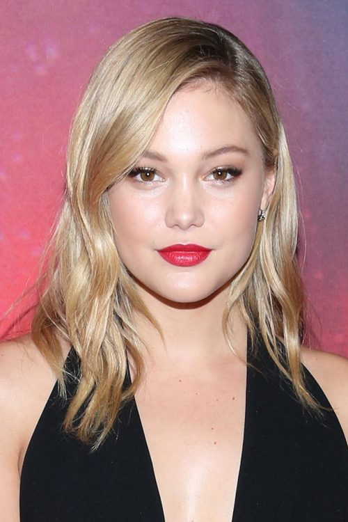 Olivia Holt S Hairstyles Amp Hair Colors Steal Her Style