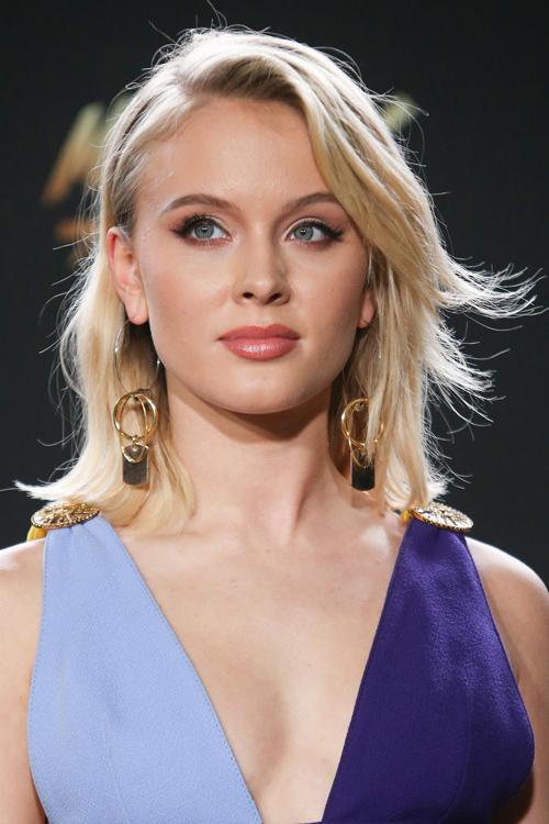 Zara Larsson Straight Platinum Blonde Choppy Layers