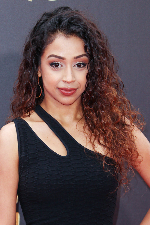 Liza Koshy Curly Dark Brown Ombr 233 Side Part Two Tone