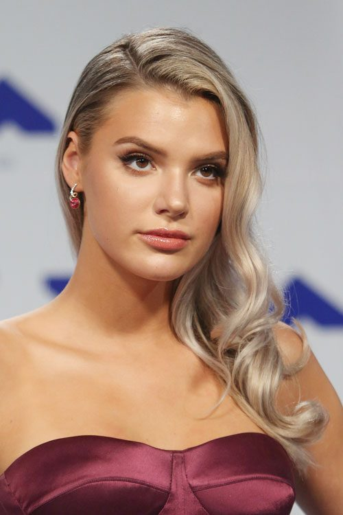 Alissa Violet S Hairstyles Amp Hair Colors Steal Her Style
