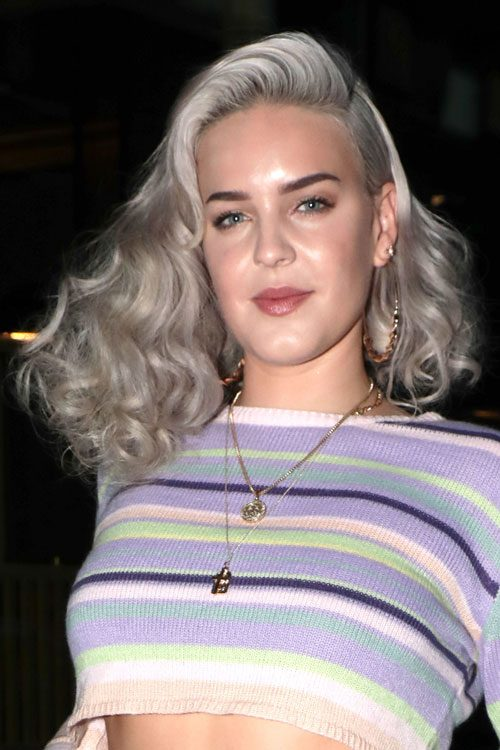 Anne Marie S Hairstyles Amp Hair Colors Steal Her Style