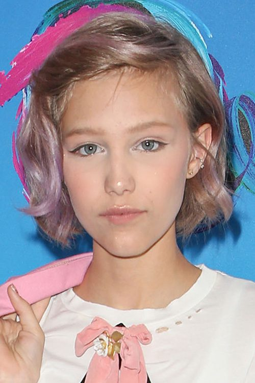 Grace Vanderwaal S Hairstyles Amp Hair Colors Steal Her Style