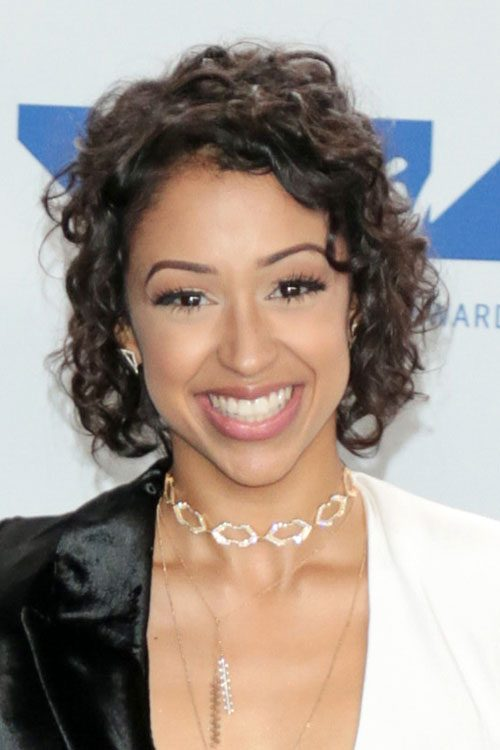Liza Koshy S Hairstyles Amp Hair Colors Steal Her Style