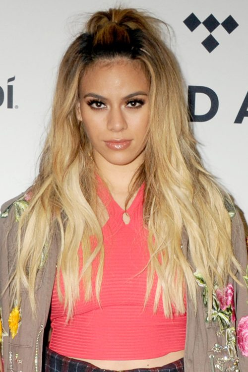 Dinah Jane Hansen S Hairstyles Amp Hair Colors Steal Her Style