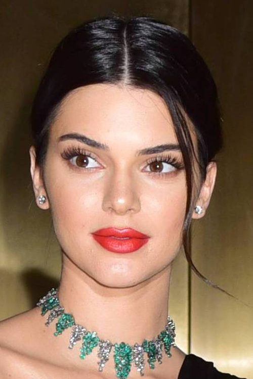 Kendall Jenner S Hairstyles Amp Hair Colors Steal Her Style