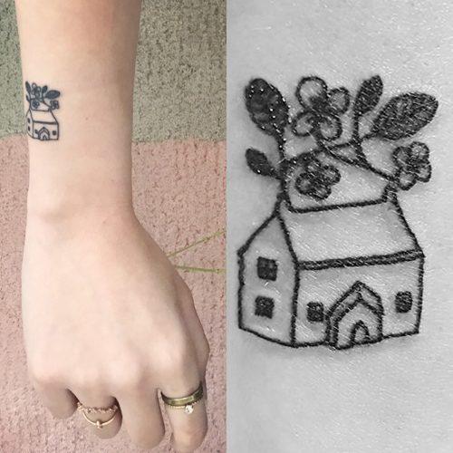 100 tattoos designs khloe kardashian wrist khloe kardashian gets u0027tramp stamp u0027. Black Bedroom Furniture Sets. Home Design Ideas