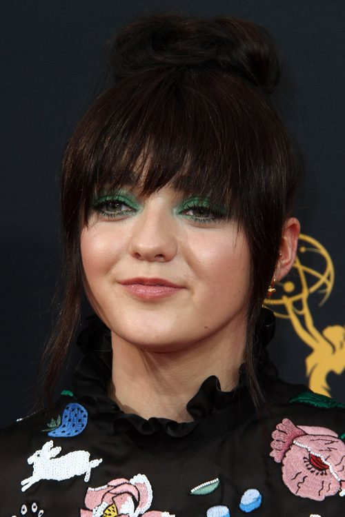 Maisie Williams Hairstyles Amp Hair Colors Steal Her Style
