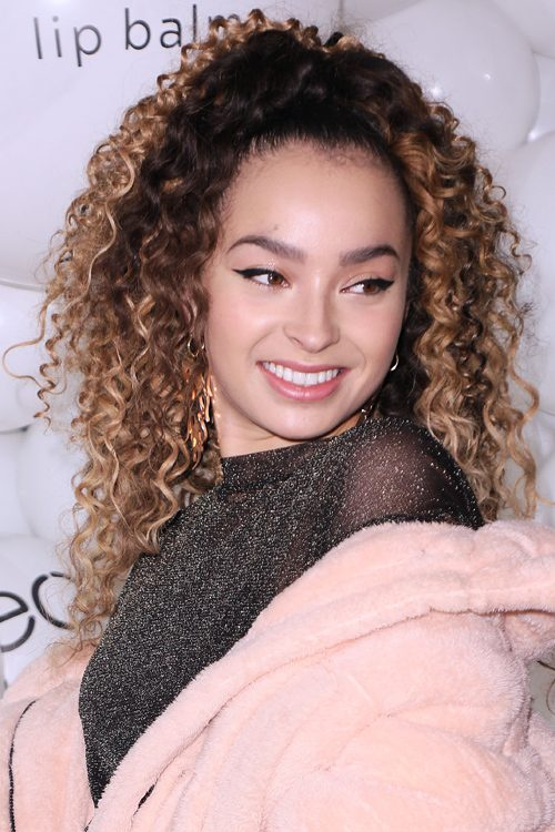 Ella Eyre S Hairstyles Amp Hair Colors Steal Her Style