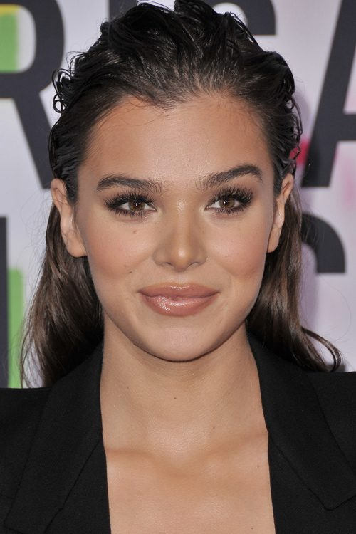 Hailee Steinfeld S Hairstyles Amp Hair Colors Steal Her Style