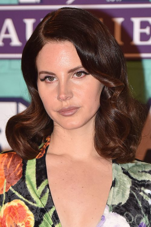 Lana Del Rey S Hairstyles Hair Colors Steal Her Style