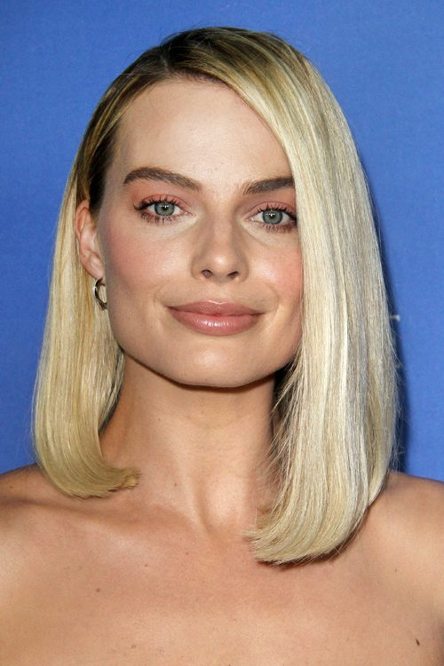 Margot Robbie S Hairstyles Amp Hair Colors Steal Her Style