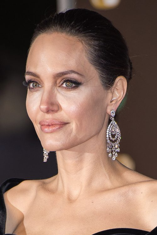 Angelina Jolie S Hairstyles Amp Hair Colors Steal Her Style
