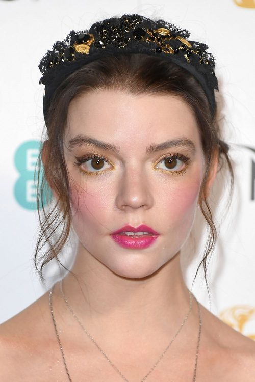 Anya Taylor Joy S Hairstyles Amp Hair Colors Steal Her Style